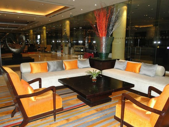 Holiday Inn Bangkok Silom : RECEPCION