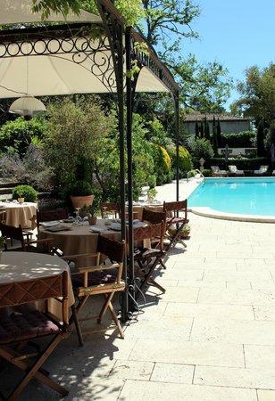 Le Mas de Chastelas: Restaurant terrace