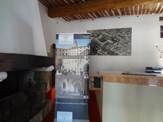 Hotel le Couvent Royal de Saint Maximin: フロント
