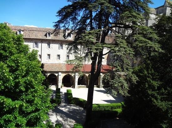 Hotel le Couvent Royal de Saint Maximin: 中庭