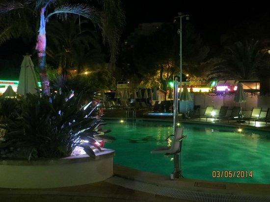 Hotel Son Matias Beach : pool area at night
