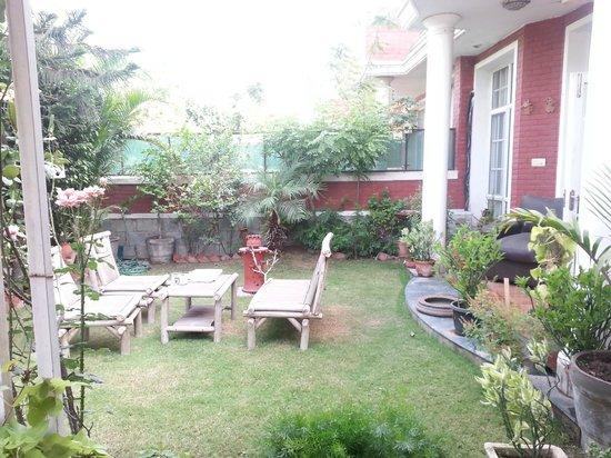 Cinnamon Stays: Garden Area