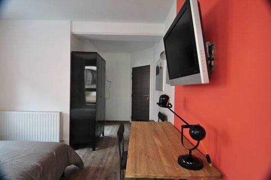 Le coin bureau de la chambre rouge photo de maison mondrian
