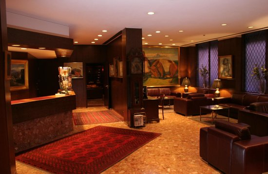 Hotel Holt: Reception area
