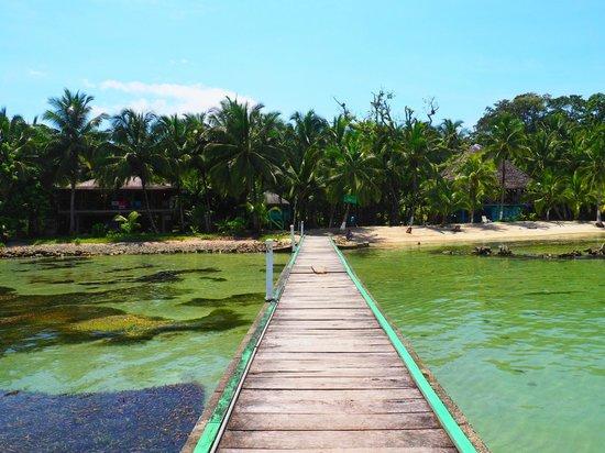Bibi's on the beach : Pathway to island restaurant sits on