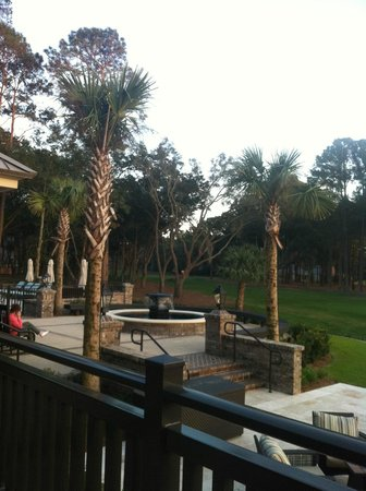 Inn & Club at Harbour Town - Sea Pines Resort : Pool and lounge area