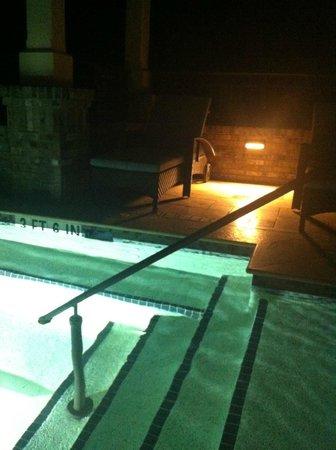 Inn & Club at Harbour Town - Sea Pines Resort : Pool at night