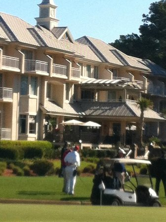 Inn & Club at Harbour Town - Sea Pines Resort : View of my coworker playing golf - hotel in the background.
