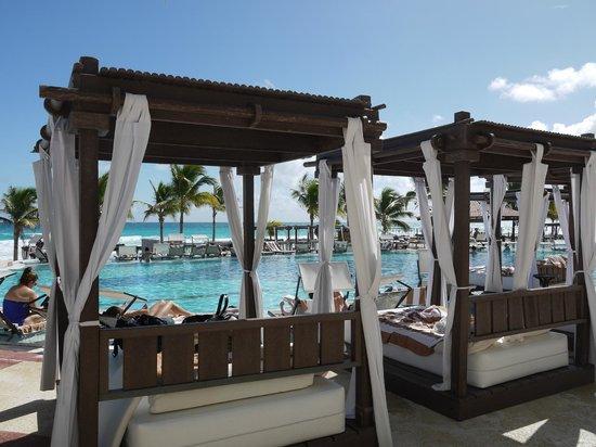 Hyatt Zilara Cancun : プールサイド