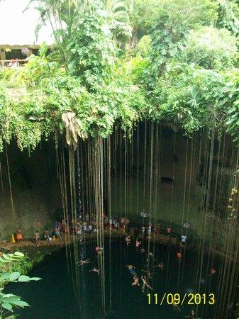 Cenote Ik kil: Vista de la parte alta del Cenote