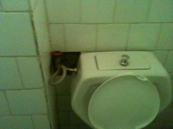 Kings Hotel: bathroom