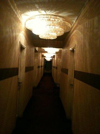 Kings Hotel: lighting