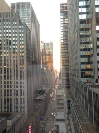 Club Quarters Hotel, opposite Rockefeller Center: Вид из окна номера на 22 эаже