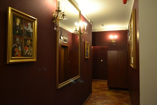King Charles Boutique Hotel Residence: Холл отеля
