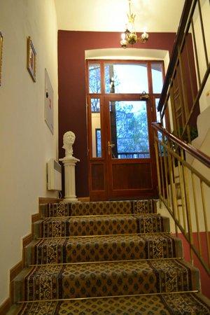 King Charles Boutique Hotel Residence: Лестница,по которой мы поднимались