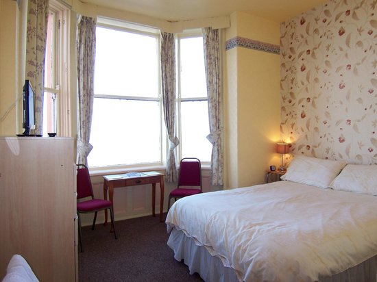 The Ainsley: Ensuite double room with sea views