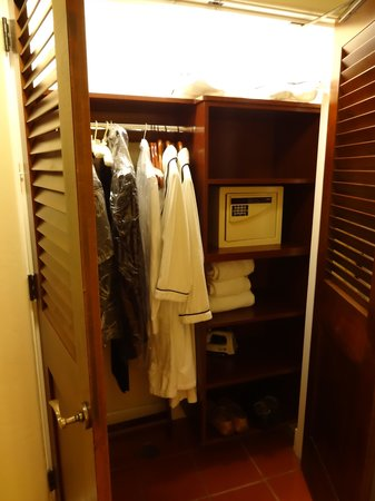 The Ritz-Carlton Bacara, Santa Barbara: Closet