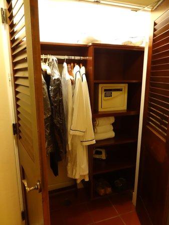 Bacara Resort & Spa : Closet