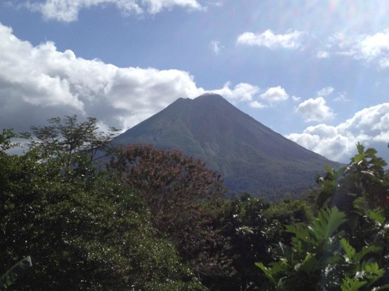 Arenal Manoa Hotel: Arenal Volcano is everywhere, which is magnificent!