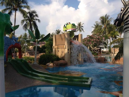 Meritus Pelangi Beach Resort & Spa, Langkawi : Kid's pool...awesomely fun!
