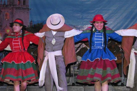 Centro Qosqo de Arte Nativo: Colorful costumes too!