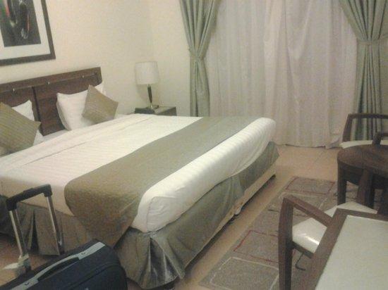 Tulip Hotel Apartments: camera da letto