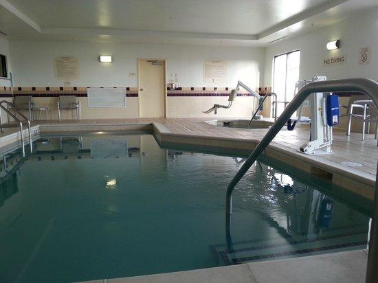 SpringHill Suites Cheyenne: piscina piccolo ma dotata di confort anche per disabili