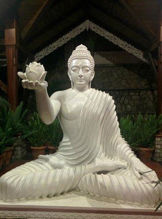 Mayfair Spa Resort & Casino : buddha on the flight( ( i mean stairway)