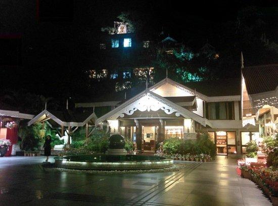 Mayfair Spa Resort & Casino : the entrance