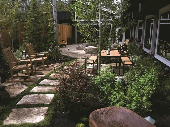The Cove, an Authentic McCall Spa: The Cove's outdoor garden