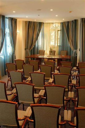 Arbiana Hotel: Conference room