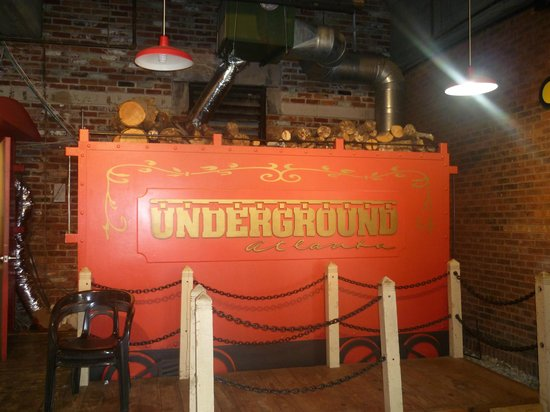 Underground Atlanta : Antique engine