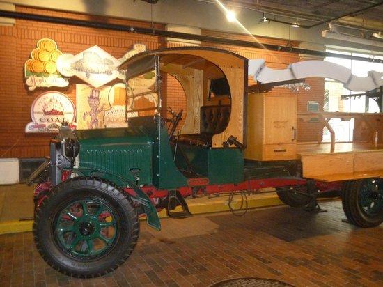 Underground Atlanta : Old model truck