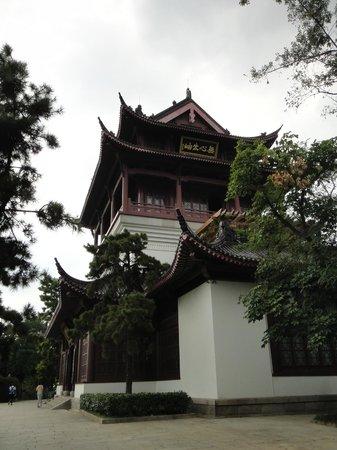 Yellow Crane Tower: Uma das outras construções do parque
