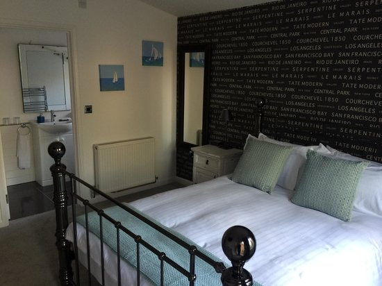 BoSun's Lodge B&B: Very comfy huge bed
