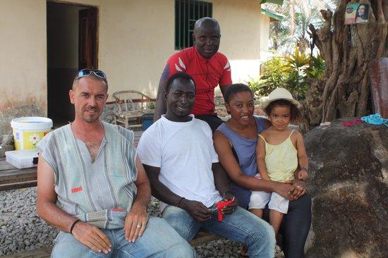 La Villa Elijah: la famille Dupré avec un amie et dada