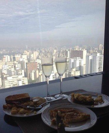Renaissance Sao Paulo Hotel: Café da manhã com vista do lounge