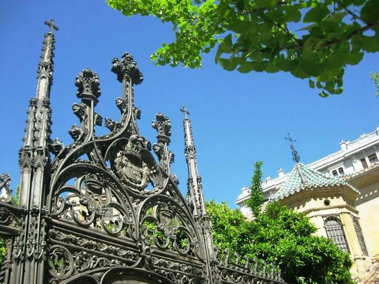 Catedral y Capilla Real: entrance gate
