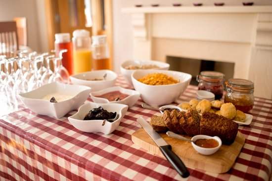 Roadford House Restaurant & Accommodation: breakfast buffet
