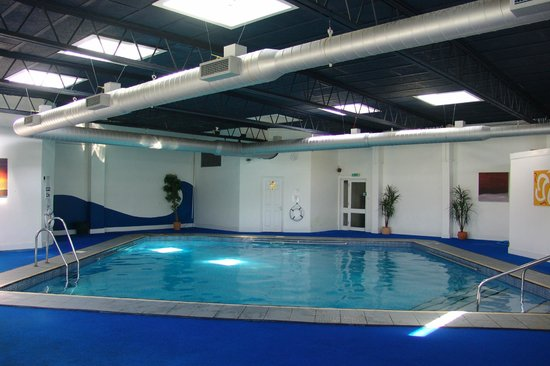 Indoor pool picture of the pentire hotel newquay tripadvisor for Hotels with swimming pools in cornwall
