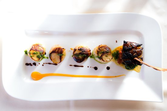 Roadford House Restaurant & Accommodation: seared scallops with confit pork belly