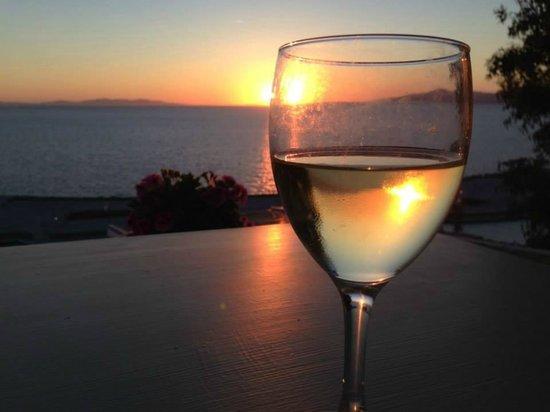 Omiros Hotel: Sunset wine...
