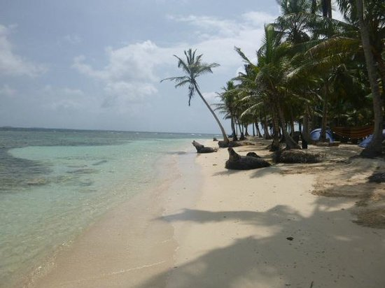 Xplora Panama Day Tours: Practically private San Blas beach
