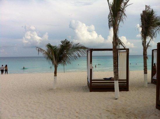 Krystal Cancun : All I need is a piña colada.