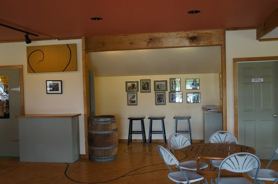 Lincoln Peak Vineyard: Seating area