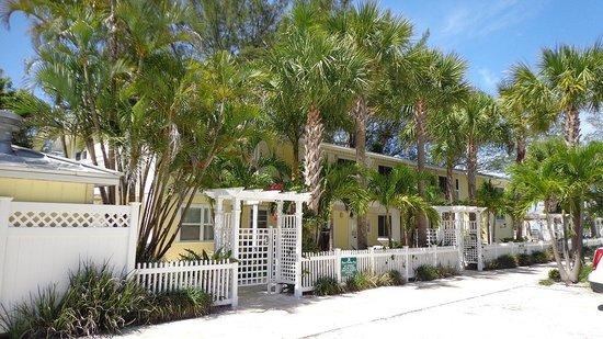 Anna Maria Island Beach Resort: Front of Resort
