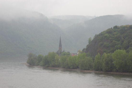 Baudobriga Rheinhotel: Picturesque views even on a somewhat dreary morning!