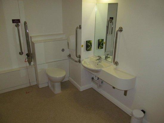 Premier Inn Ashington Hotel: Premier Inn Ashington: bathroom