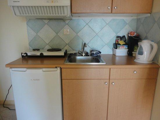 Anthis Studios: kitchen area