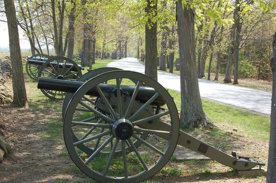 Gettysburg National Military Park: Cannons along the road